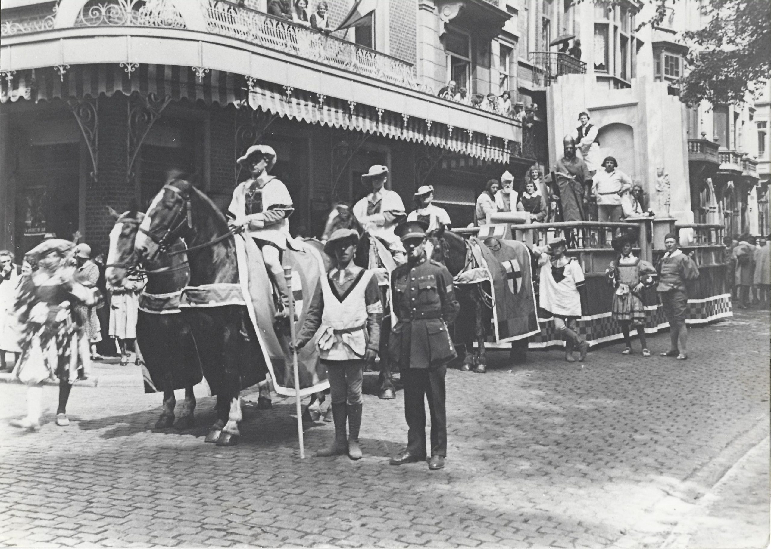 Les Arbalétriers de Grez lors de l'Ommegang en 1930